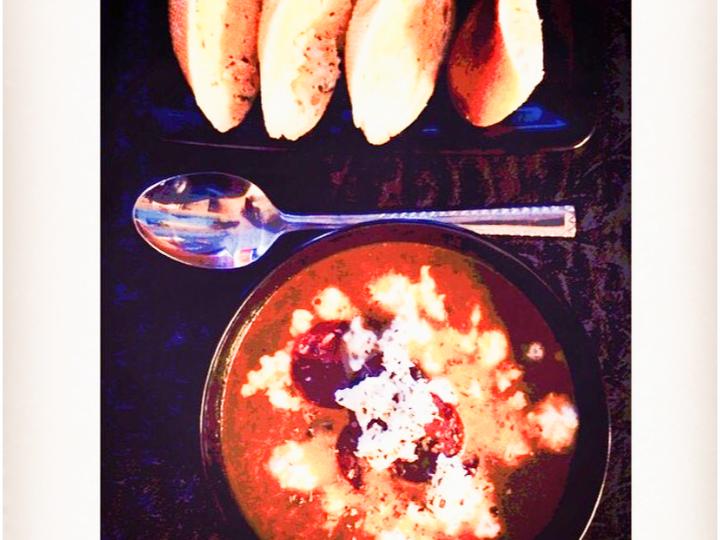Spicy Tomatsuppe Med Mozzarella Og Sognemorr