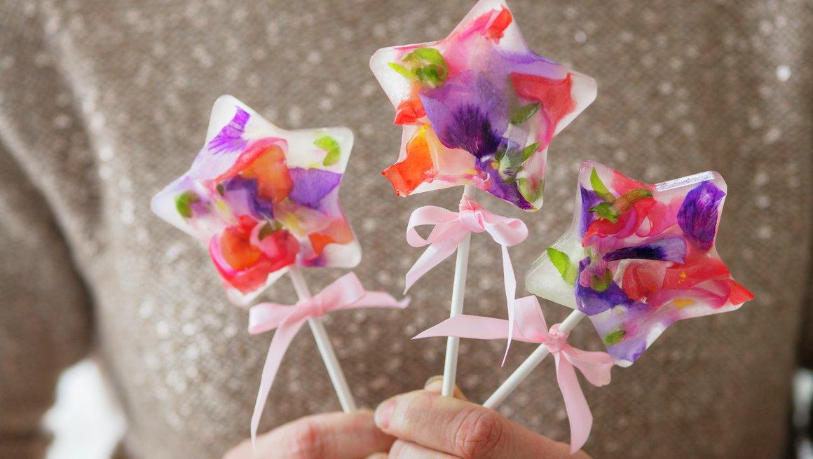 Pinneis med blomster2