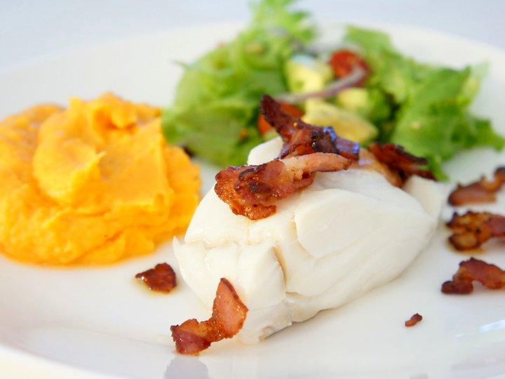 Torsk med bacon og søtpotetpuré