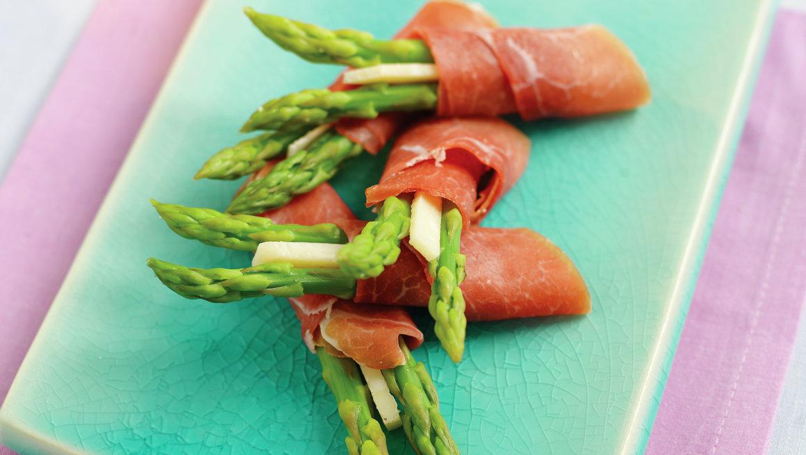 Asparges med spekeskinke og parmesan