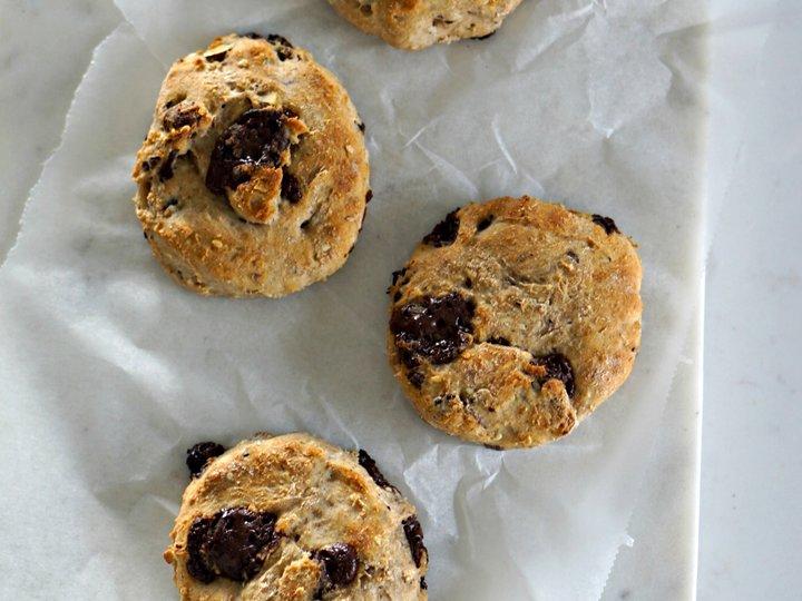 Grove scones med sjokolade/ rosiner