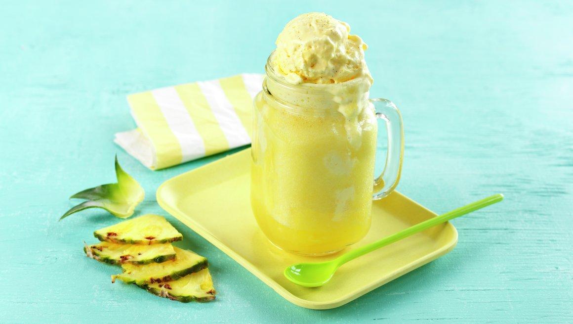 Ananas og ingefærøl med vaniljeis