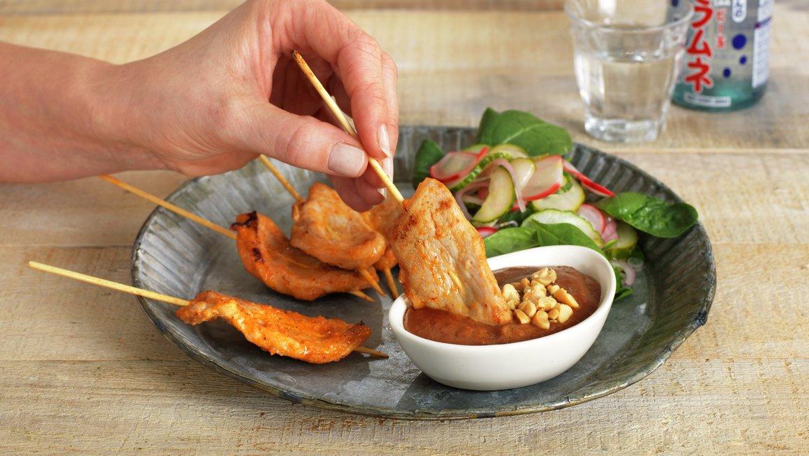 THAI MOO SATAY - svinesatay med peanøttsaus og salat
