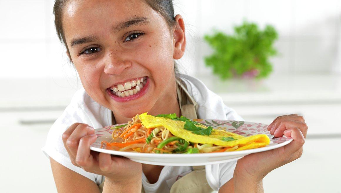 Asiatisk omelett med nudler