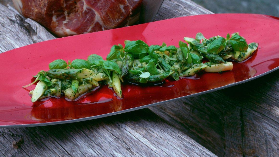 Spekeskinke og kald aspargessalat