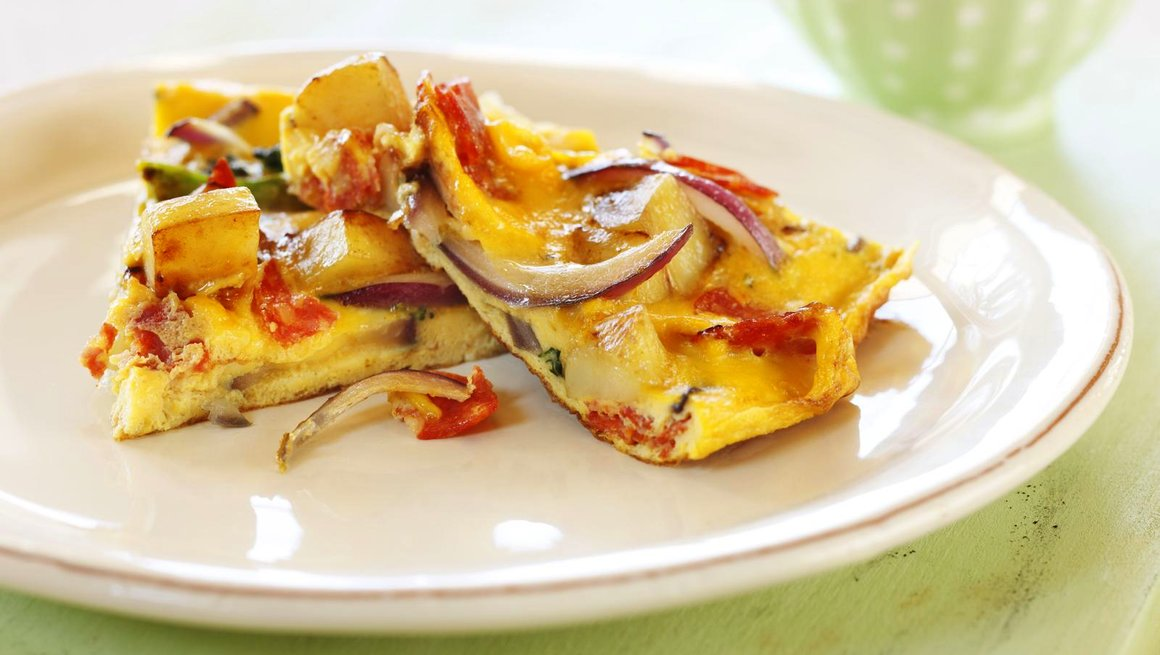 Potettortilla med brokkoli, rødløk og chorizo