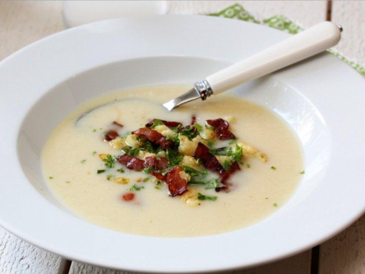 Blomkålsuppe med persille og bacon