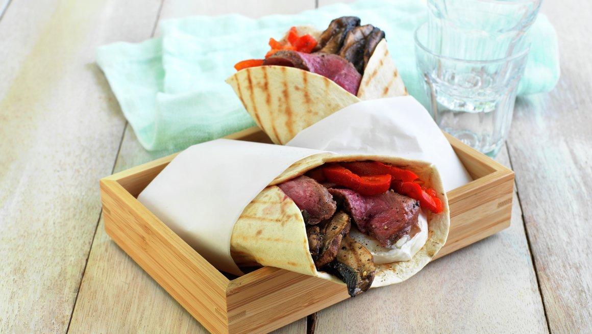 Grillet tortilla med biff, geitost og portobello