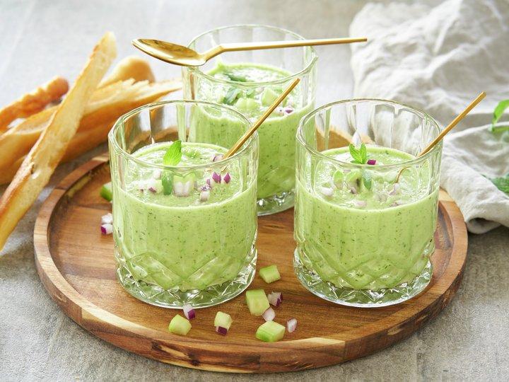 Agurk og urtesuppe