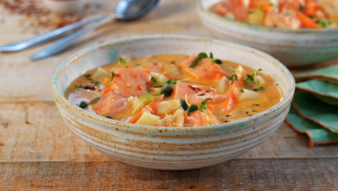 Kremet fiskesuppe med tomatpesto