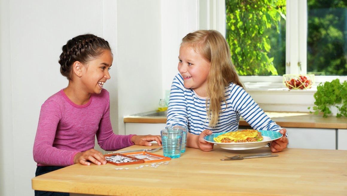 Barn med omelett