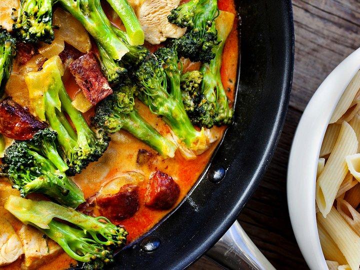 Kyllingpasta med chorizo og brokkoli