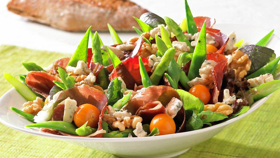 Salat med fenalår og blåmuggost
