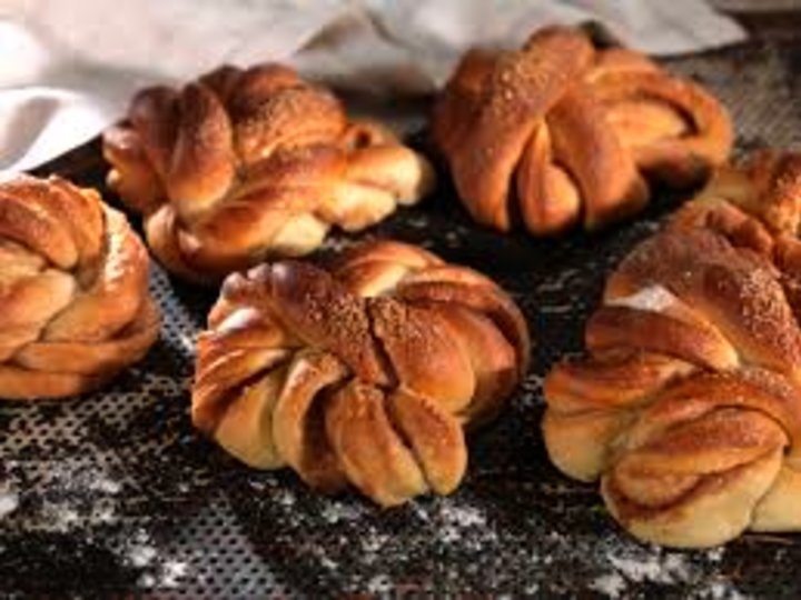 Kanelknuter fra Loms bakeri.