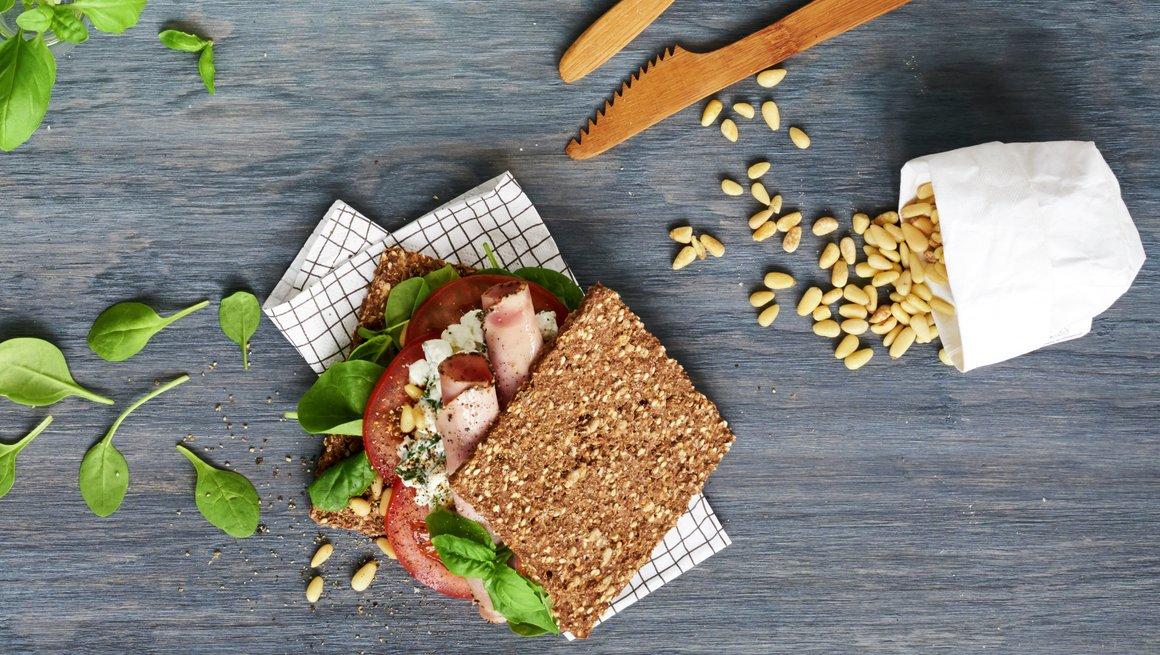 Sandwich med skinke og cottage cheese