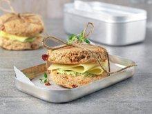 Grove scones med urtesmør og ost