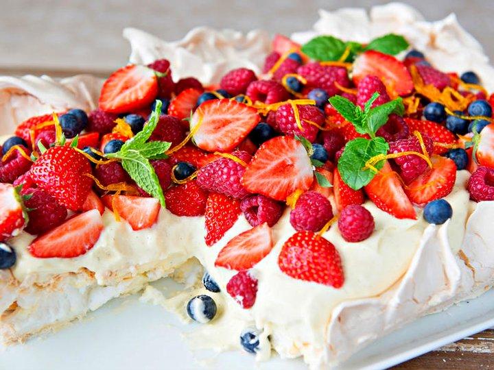 Pavlova med vaniljekrem og bær