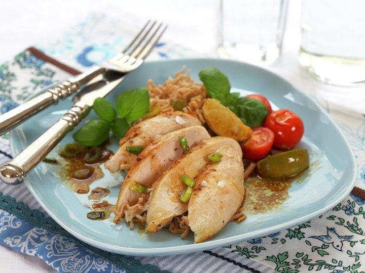 Kyllingfilet med tomat vårløk og lime