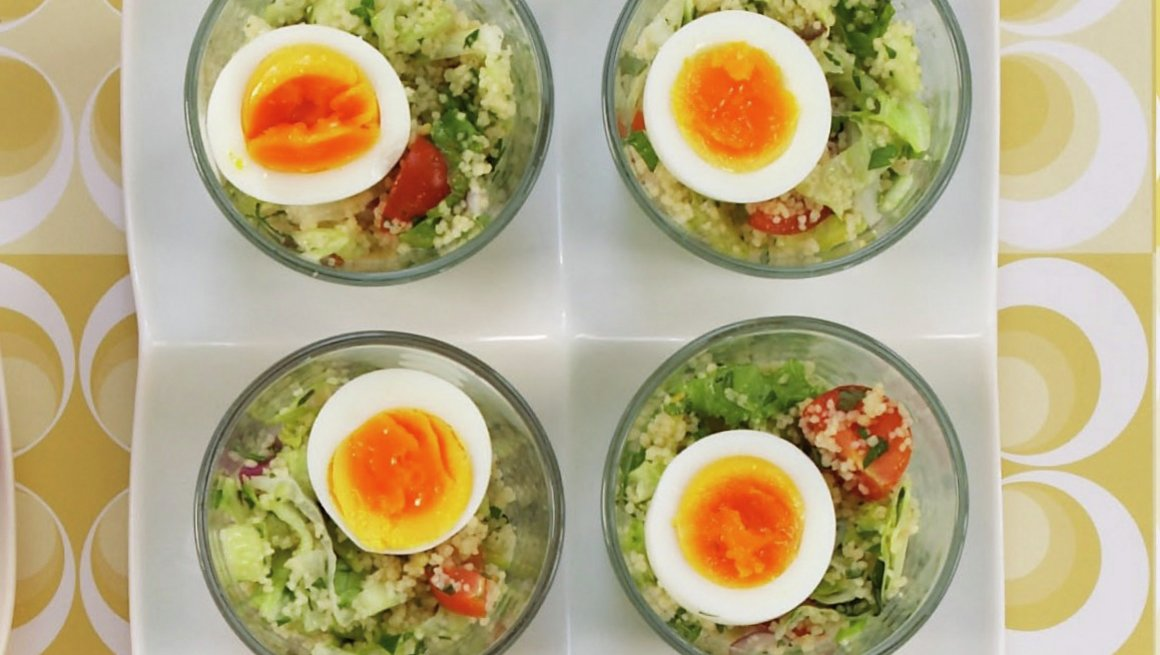 Egg på couscous-salat