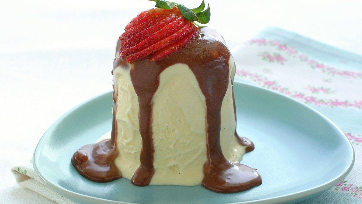 Bilderesultat for bilder av is med sjokoladesaus