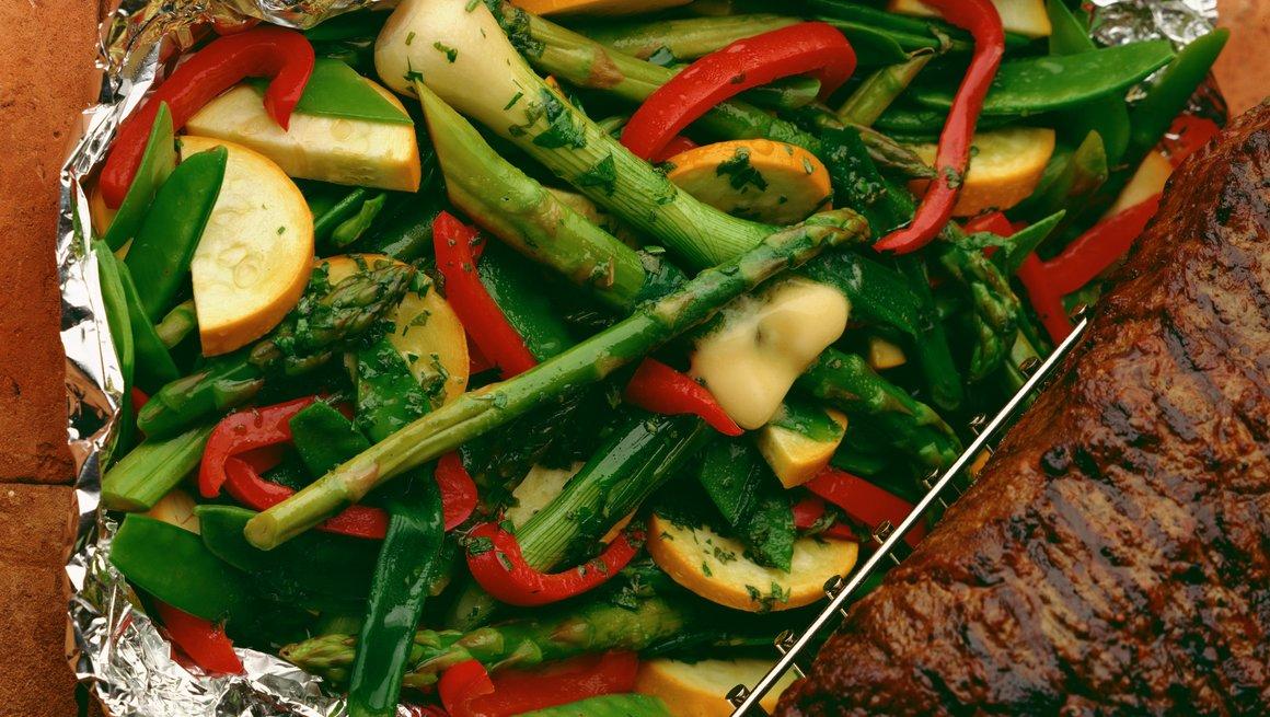 Hvitvins- og smørdampede grønnsaker