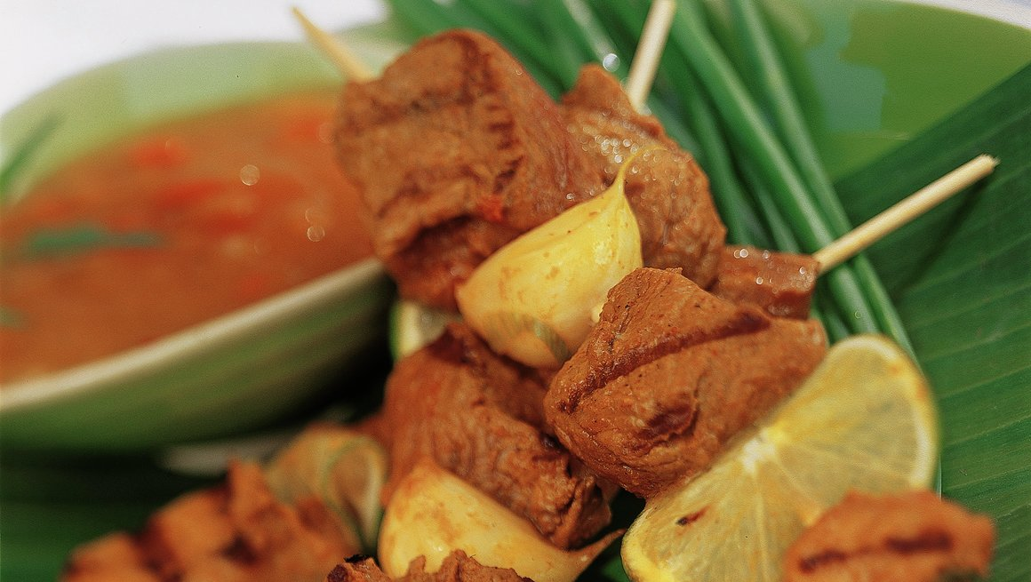 Orientalske grillspyd med tropisk saus