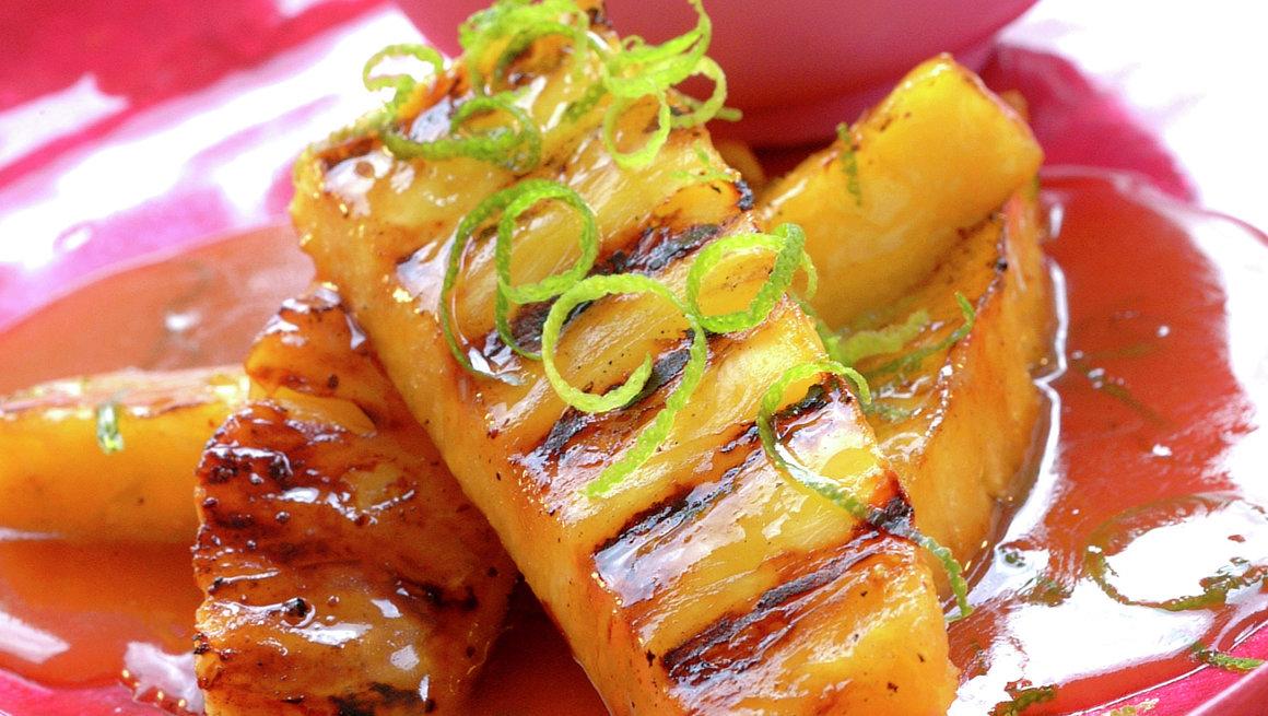 Grillet ananas med romsaus