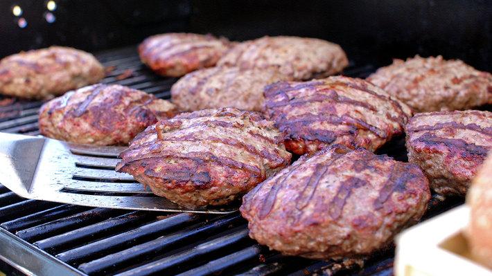 Grilling av hamburger