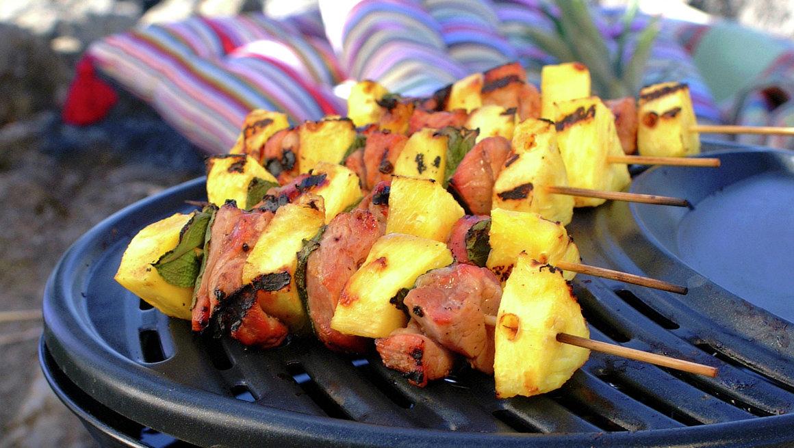 Grillspyd med nakkekotelett og ananas