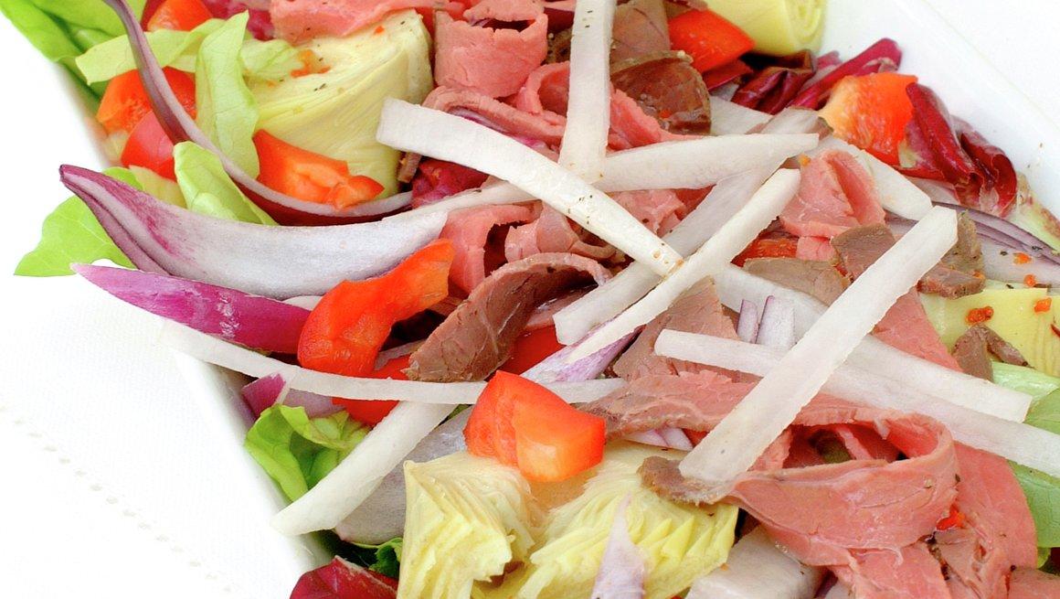 Roastbiffsalat med paprika og artisjokker
