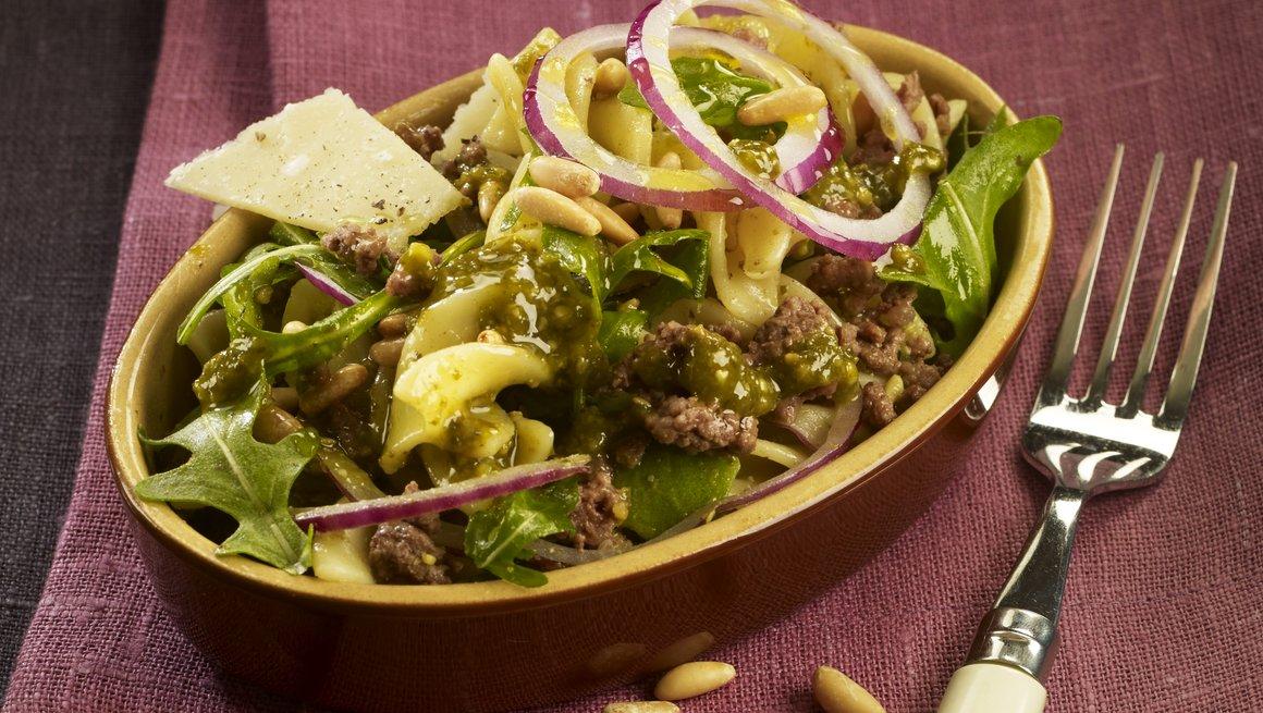 Lun pastasalat med kjøttdeig
