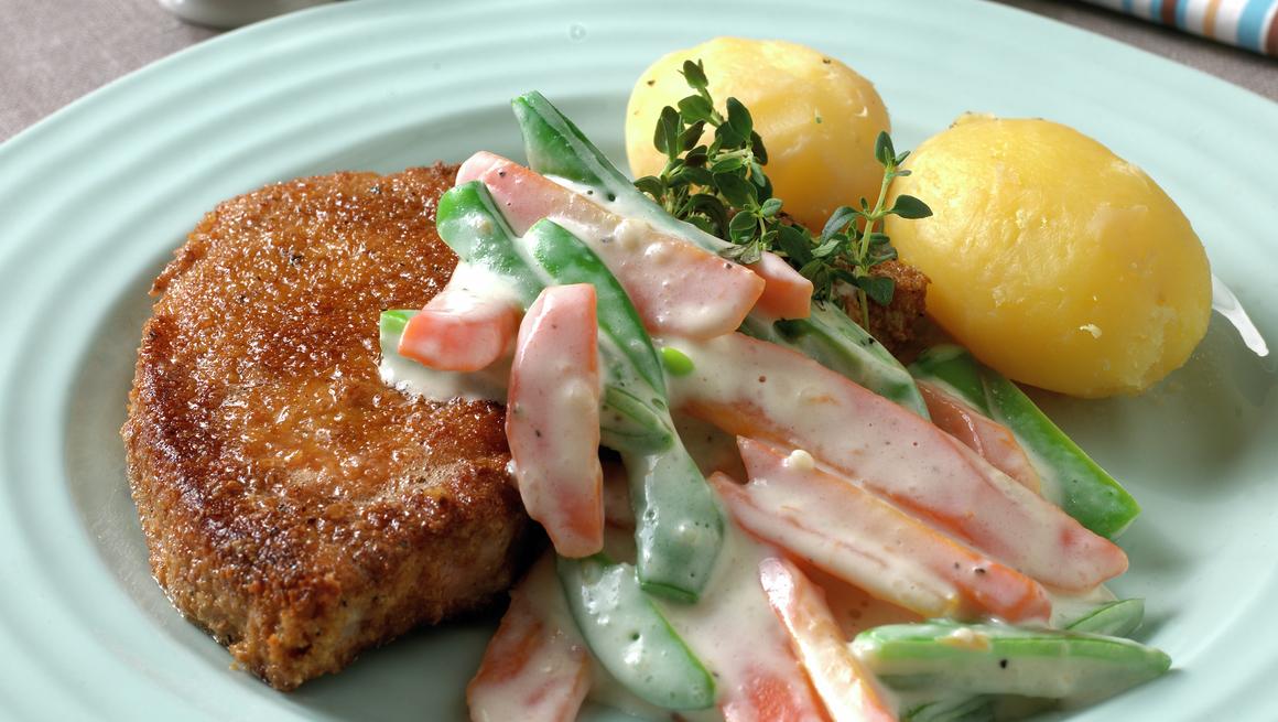 Danske husmannskoteletter med stuede grønnsaker