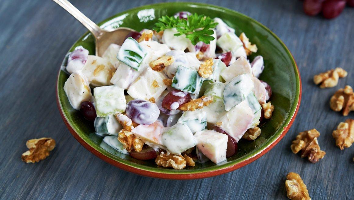 Enkel salat med drue og eple