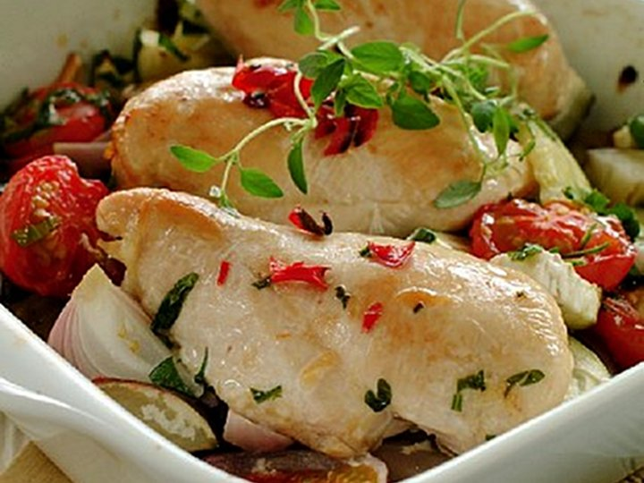 Kyllingfilet på grønnsaksseng