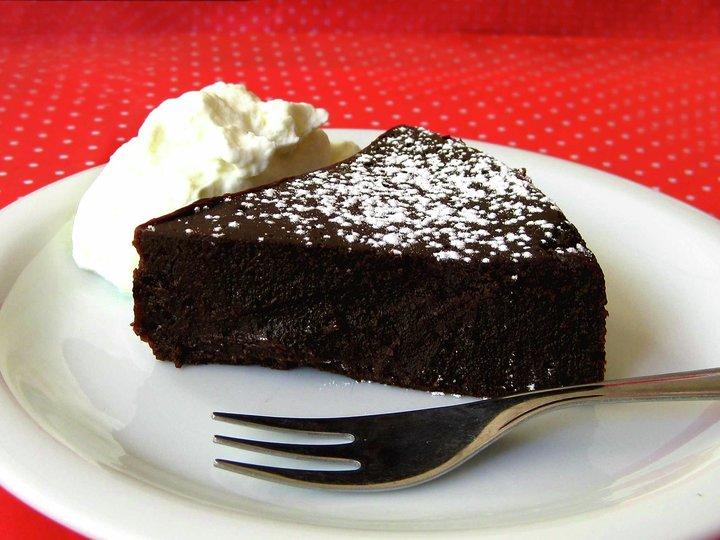 Lettvint sjokolade-/konfektkake
