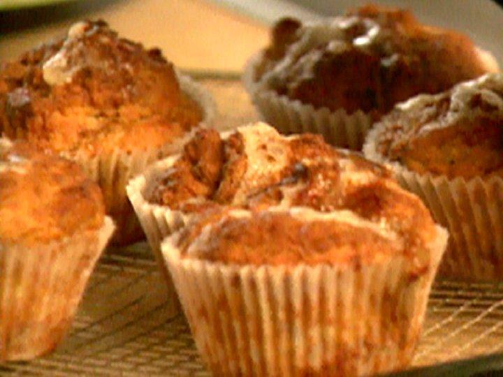 Muffins a la welsh rarebit