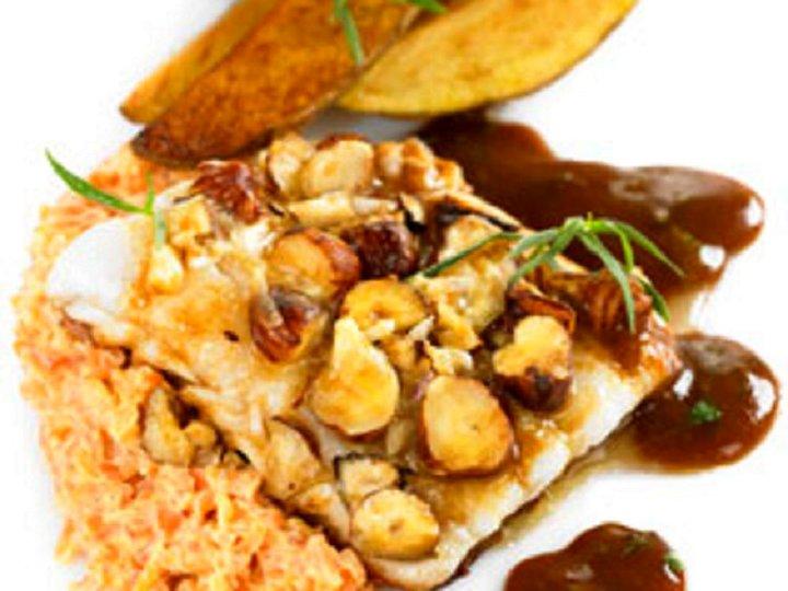 Bakt torsk med nøtter og hvitløk
