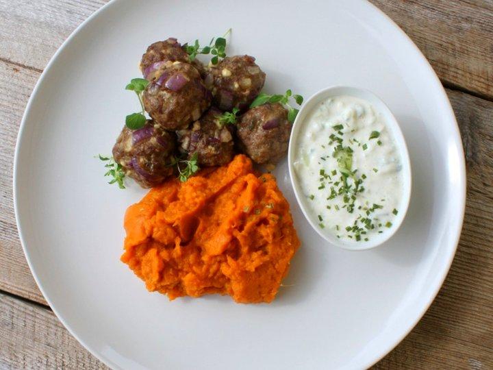 Greske kjøttboller med tatziki og rotmos