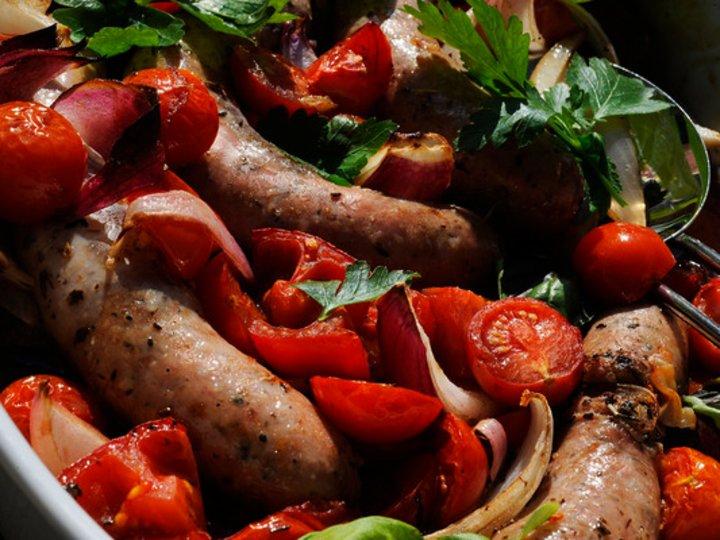 Pølsegryte med tomater i ovn