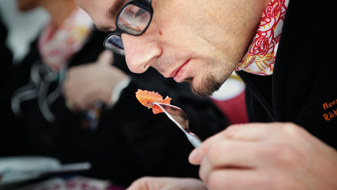 Eivind Haalien som dommer under rakfiskfestivalen i Valdres