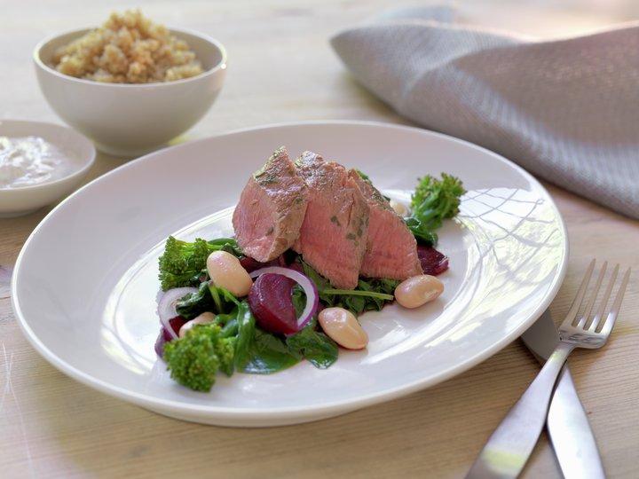 Marinert lammefilet med smørstekte rødbeter og spinat