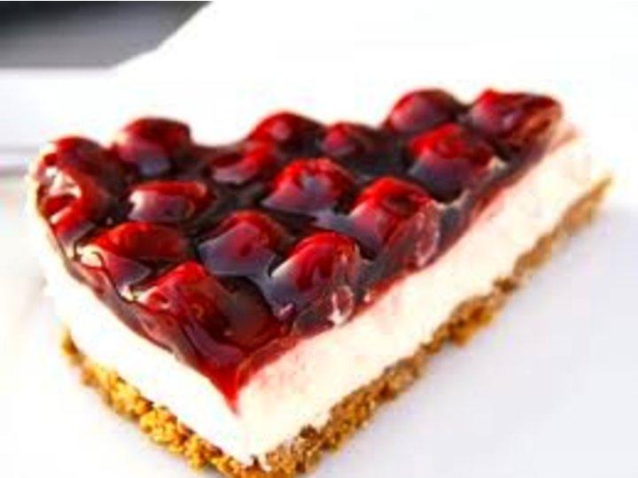 Ostekake med kirsebær