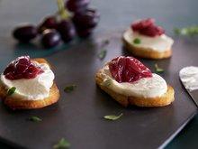Bruscetta med chevrekrem og druemarmelade