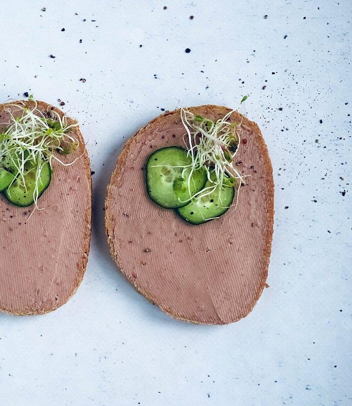 Brødskiver med leverpostei - jern