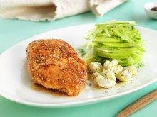 Sesampanert kylling med eple- og fennikelsalat