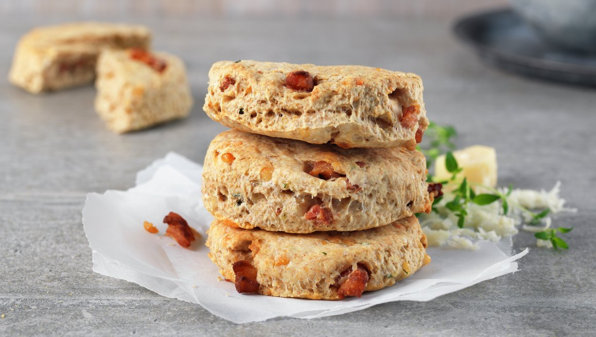 Grove scones med bacon