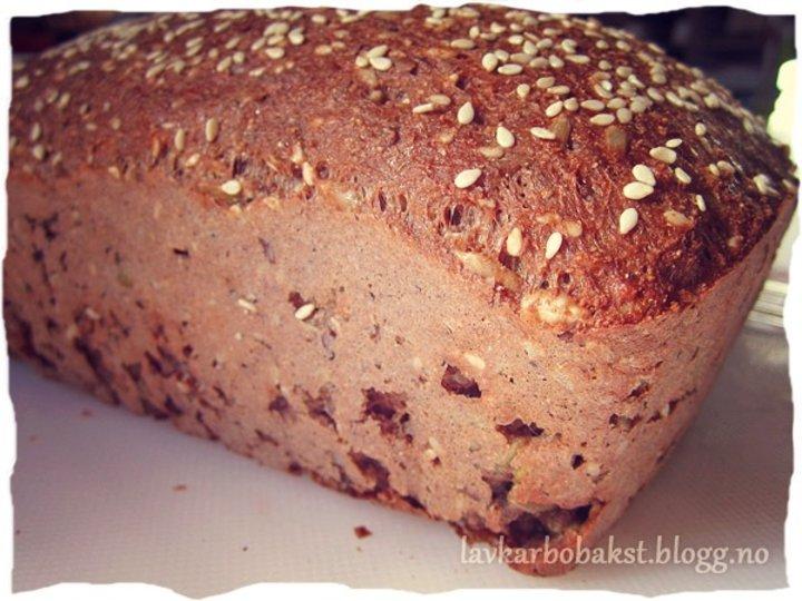 Glutenfritt og cetosevennlig lavkarbobrød