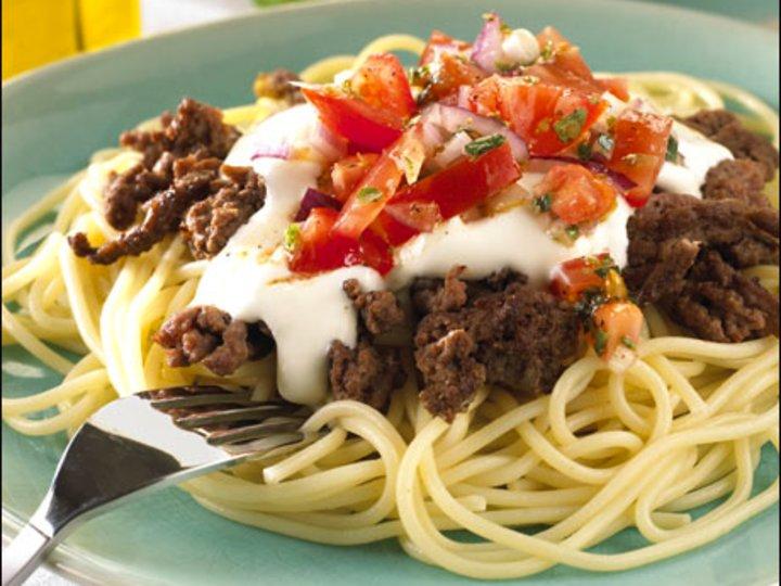 Pasta med kjøttdeig og tomatsalsa