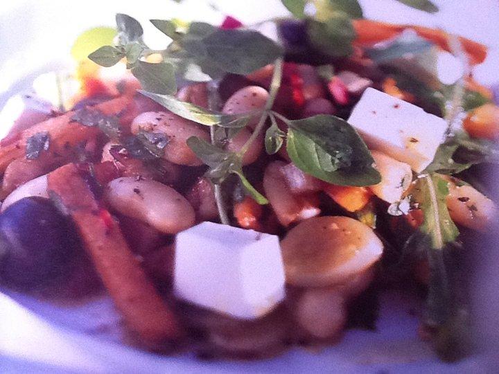 Varm bønnesalat med søtpoteter og chili