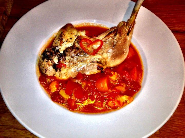 Kyllingsuppe med chili og tomat